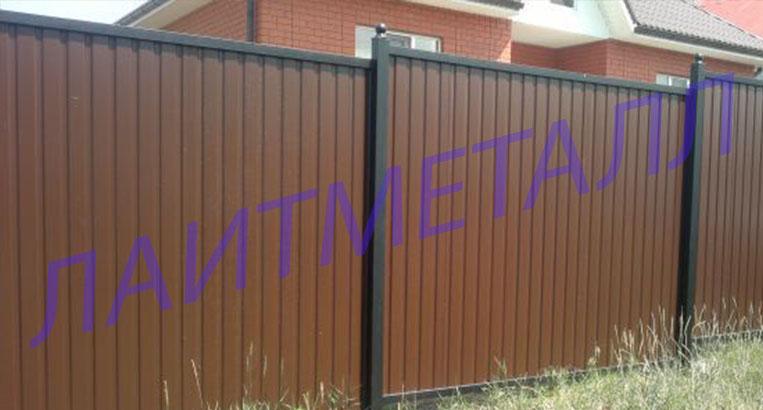 забор из профнастила с меж стоечной планкой